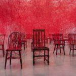 塩田千春【現代美術】の経歴、作品、展覧会を紹介!糸が紡ぐ生と存在。