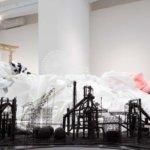 "<span class=""title"">岩崎貴宏の作品・経歴・展覧会を紹介。日用品、廃棄品のゲシュタルト効果。</span>"